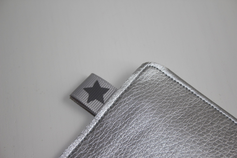 pochette simili cuir